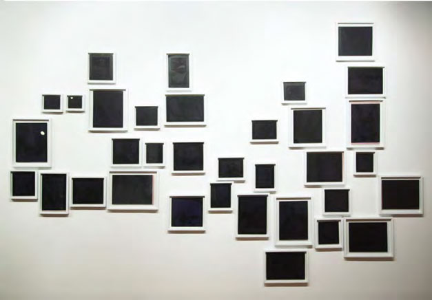 MEMORABILIA II CADAVERESDibujo por impresión tipográfica de textos sobre papel carbón hectográfico – pérdida de pigmento315 x 200 cm2011