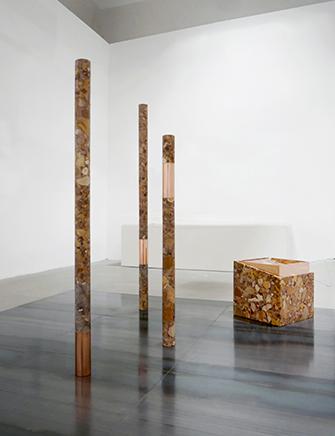 Rude Rocks N3 y N2Mármol Breccia tallado y pulido a mano, cobre y acero204 x 300 x 300 cm2015
