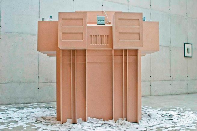 BRUTALISMOEscultura del servicio de inteligencia del Perú ,vista de instalaciónImpresoras térmicas, programa autónomo de búsqueda de información, papel térmicoGalería Leme, Sao Paulo2007