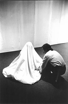 PARACAS PYRAMIDPerformance en la KunstakademieDüsseldorf1974