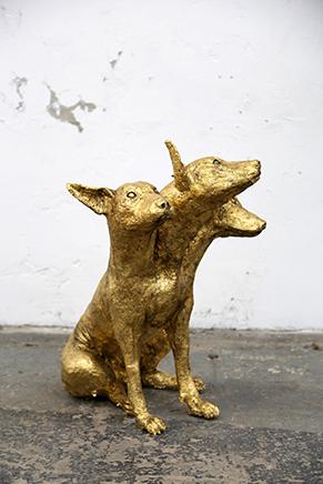 ANIMAL N.6Jose Luis & Jose Carlos MartinatFoam, cemento, resina y láminas de cobre (oro)83 x 65 x 66 cm2017