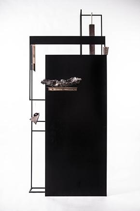 USHNU / CONSTRUCT IIAcero, marco, papel, grout metálico, cobre, bronce y electroplaque de cobre en objetos230 X 90 x 50 cm2019