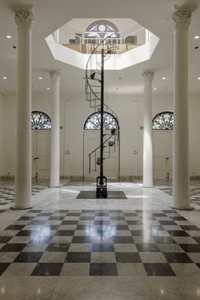 APACHETAEstructura de fierro, motores y minerales de plata y cobre717  x 150 cm2017Vista de instalación en el Museo de arte de Lima (MALI)