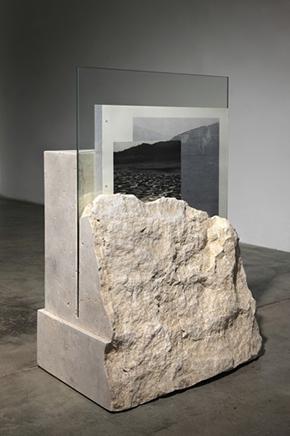 Macelo N.2Travertino tallado y pulido a mano, vidrio, collage sobre pagina de Atlas encontrado80 x 35 x 70 cm2012
