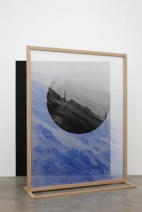 Fading Field N.1Impresión digital sobre chiffon de seda, estructura de madera187 x 143 x 40 cm2012