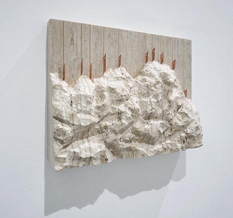 RUDE ROCKS N.1 (56 Bienal de Venecia)Travertino tallado a mano, cobre, acero inoxidable47 x 60 x 12 cm201556 Bienal de Venecia, All the World's Futures, curada por Okwui Enwezor