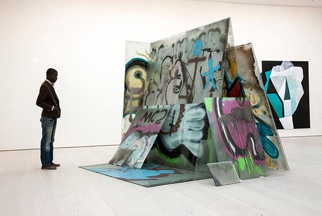 EJERCICIO SUPERFICIAL N.12Apropiación de vidriosVista de instalación Saatchi Gallery 20142011