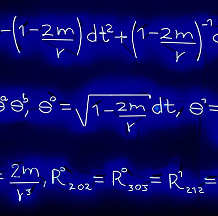 STUDY ON ROTATING BLACK HOLESDetalle6500K neón, vidrio soplado azul cobaltoDimensiones variables; 15 metros (mostrado)2016Vista de instalación en el Mart Museum | Galleria Civica di Trento